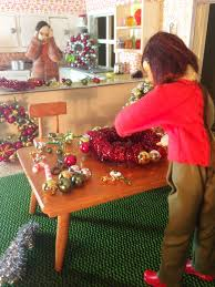 making christmas ornament wreaths for the dollhouse retro