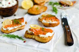 canapé saumon recette toasts au saumon et au fromage blanc