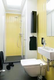 badezimmer gestalten kleines badezimmer gestalten glasdusche farben ideen gelbe fliesen