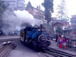 luxury trains of india find five famous toy trains in india tour packages from delhi india