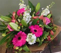 Flowers Glasgow - lively lilies hello petal florist glasgow