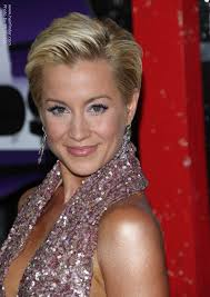 swept back hairstyles for women kellie pickler s pixie short and simple slicked back hairstyle