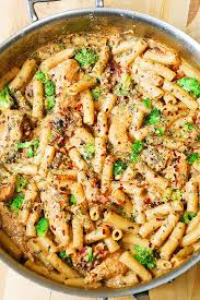 pasta recepies chicken and bacon pasta with spinach and tomatoes in garlic cream