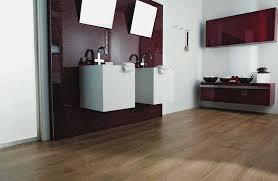 badezimmer fliesen holzoptik grn bad mit holzoptik dekoration und interior design als inspiration