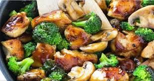 comment cuisiner blanc de poulet voici une recette de blancs de poulet avec des brocolis et des