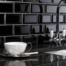 carrelage cuisine noir brillant carrelage métro blanc ou noir on aime les deux