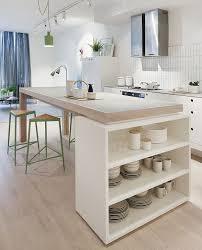 ilot cuisine blanc cuisine blanche design avec ilot central ouverte sur le séjour