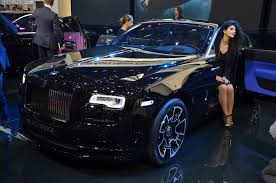 roll royce black video harry metcalfe takes a rolls royce wraith black badge to