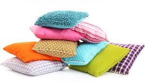 fabriquer coussin canapé fabriquer une housse de coussin carré pour canapé minutefacile com
