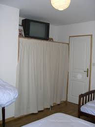rideau placard chambre rideaux pour fermer les placards dans les chambres la maison du