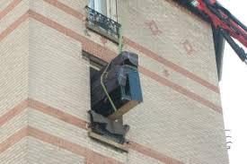 déménager un canapé passage par fenêtre et ile de