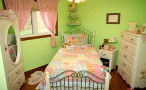 pink and green walls in a bedroom ideas elegant green bedrooms