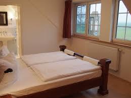 Schlafzimmer Ohne Kleiderschrank Schlafzimmer Mit Galerie Innenarchitektur Und Möbel Inspiration