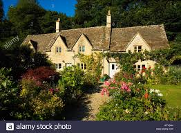 ancient cottages traditional english cottage gardens with flowers