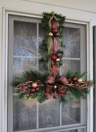 Christmas Decorations For Outdoor Windows by 137 Best Christmas Swags Wreaths Images On Pinterest Christmas