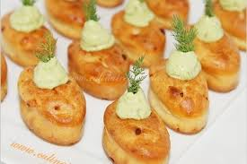 canap au saumon fum recette de mini cakes au saumon fumé et crème d avocat la recette