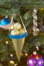 glamorous tree decorations with alluring