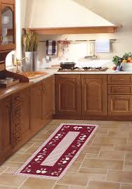 tappeti lunghi per cucina tappeto cucina 7 modi creativi per aggiungere colore alla vostra