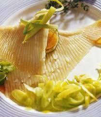 cuisiner des ailes de raie ailes de raie aux poireaux recette ailes de raie aux poireaux