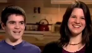 mama dormida mientras que su hijo se la coge una madre le regala un iphone a su hijo de trece años y le pone 18