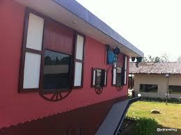 rumah terbalik upside down house at telibon sabah yqtravelling inside the upside down house