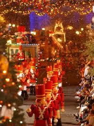 disney christmas photos from the disney world theme parks