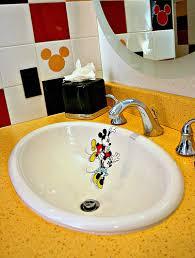 finding bonggamom inside the disneyland hotel u0027s mickey mouse