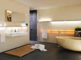 beleuchtung badezimmer naturstein mit led beleuchtung indirekt bad unten