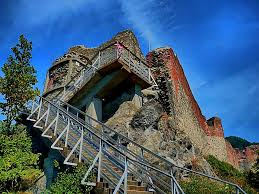 vlad the impaler castle panoramio photo of the stairway to poenari the real castle of