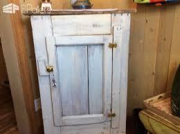 armoire en bois de palette wooden pallet wardrobe 1001 pallets