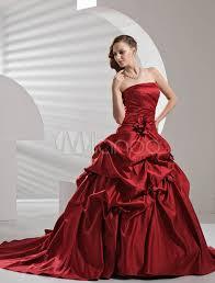 robes de mari e bordeaux robe de mariée a ligne bordeaux en satin bustier traîne courte