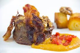 cuisiner un roti de biche rôti de biche aux noix basse température purée d oignon et sauce