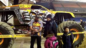 seattle monster truck show tom meents autograph 2 monster jam pit party tacoma 2013 youtube