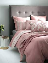 parquet blanc chambre parure de lit gris et blanc peinture gris perle chambre lit gris