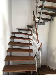 bodenbelag treppe die besten 25 treppe renovieren ideen auf holztreppe