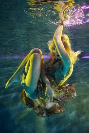 by harry fayt underwater harry fayt pinterest by harry fayt mermaid magic 5 pinterest mallit ja naisen vartalo