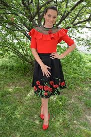 fuste clos fusta midi de culoare neagra cu croi in clos si broderie florala