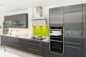 cuisine facade cuisine grise et plan de travail noir lzzy co