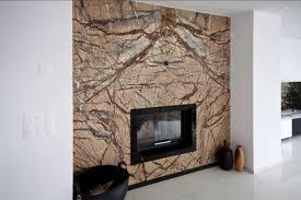 naturstein wohnzimmer kaminverkleidung aus naturstein rainforest brown modern