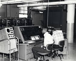 ag e de bureau univac i as the successful civilian computer was a key part