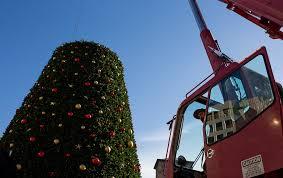 how union square u0027s huge christmas tree is unwrapped rustproofed