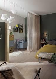 chambre parents bébé créer une chambre de bébé provisoire avec un voilage rideaux