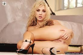 laley cuoco nude kaley cuoco nude celebrity pictures celeb nudes photos