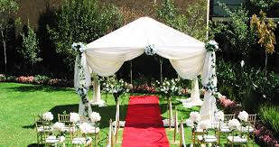 outside wedding decoration ideas with simple flower decoration