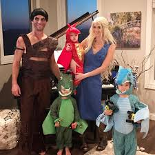 Game Thrones Halloween Costume Daenerys Dragons Halloween Costumes Families Popsugar Moms