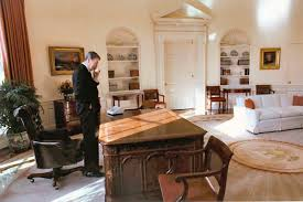 reagan oval office president ronald reagan wraps up some business on his last day
