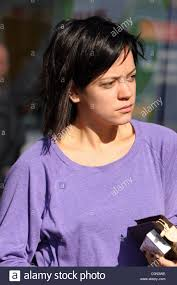 lily allen sporting a new bob haircut shops at a woolworths