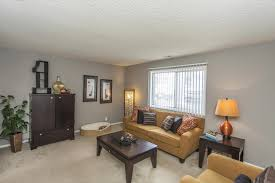 Living Room Sets Des Moines Ia 2 Bed 1 5 Bath Apartment Colonial Village Elevate Living