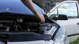 comment attacher un si e auto b comment ouvrir facilement le capot de sa voiture auto moto velo