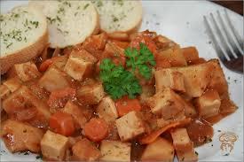 cuisine à la mijoteuse ragoût de tofu fumé à la mijoteuse dans la cuisine de nathalie